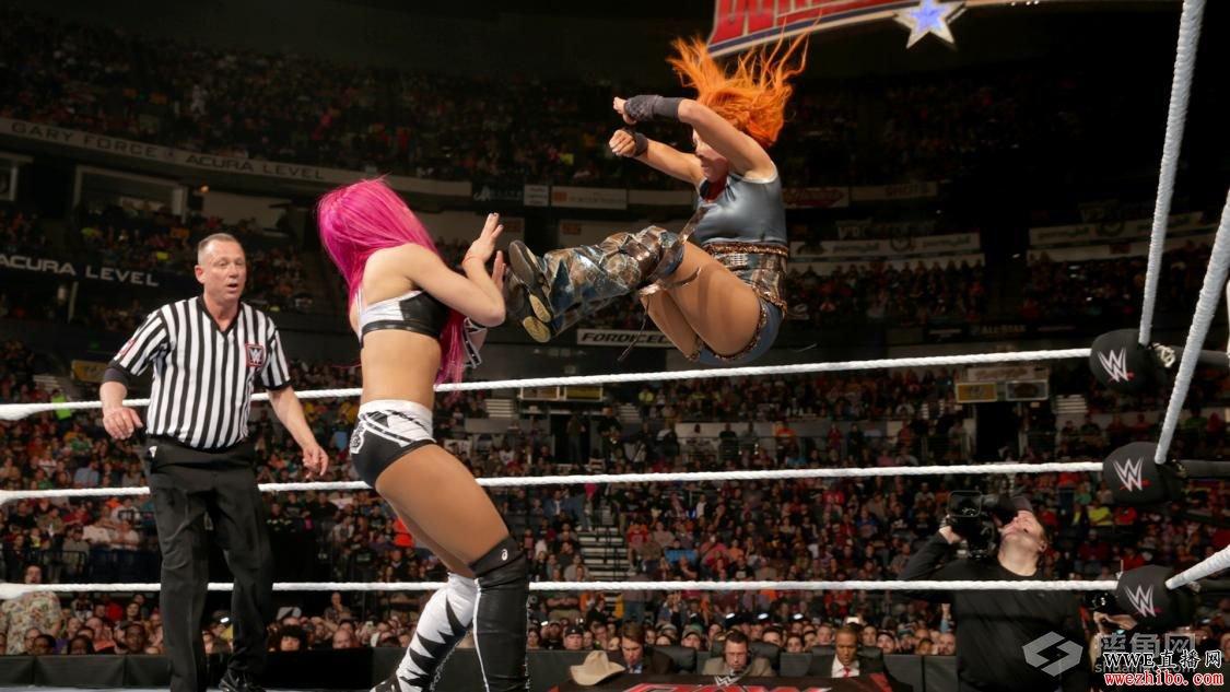 第一竞争者赛,瑞克·福莱尔和自己的女儿--现任WWE女子冠军夏洛特高清图片
