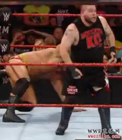 WWE美式经典<a href='http://www.<a href='http://www.wwezhibo.com/' target='_blank' title='wwe'><span style='color: #0000ff'><strong>wwe</strong></span></a></span>zhibo.com/' target='_blank' title='摔跤'><span style='color: #0000ff'><strong>摔跤</strong></span></a></span>中文 Raw 巴洛尔高空重踏卢瑟夫 罗门伦斯惨遭群殴 20160726